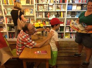 Dan Gutman signs autographs