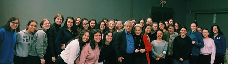 Class-of-Uppnat-Orot,-with-Dr.-Mordechai