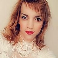 Maquillage jour Teint + léger contouring + blush Fard à paupières paillettes argent Mascara noir Rouge a levres rouge intense