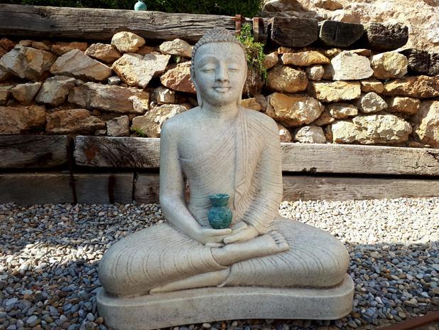 Boeddha bij het zwembad