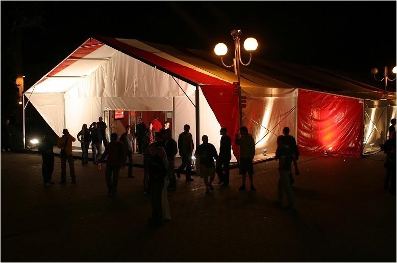 Red Zone párty stan