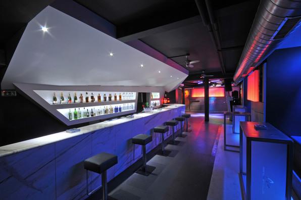 Bar Moment II