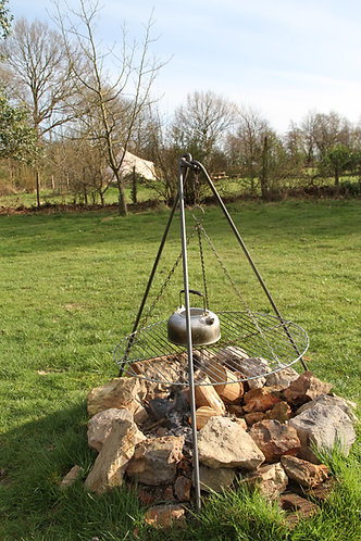Campfire Tripod with grill