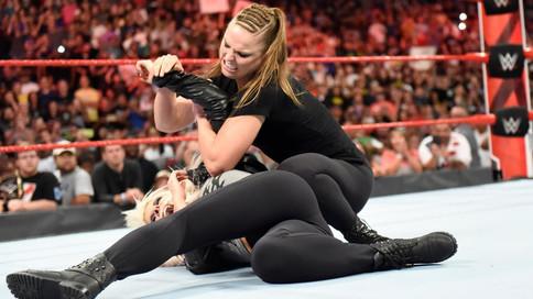RAW: Rousey ataca a Bliss; Reigns y Lashley a luchar para sacar el primer retador al título universa