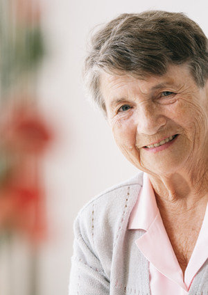 portrait-of-senior-woman-HG64UAZ.jpg
