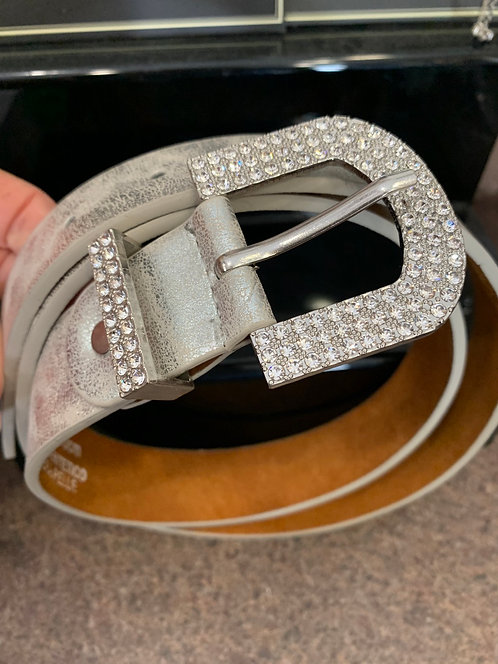 Metallic leather belt with sparkle buckle