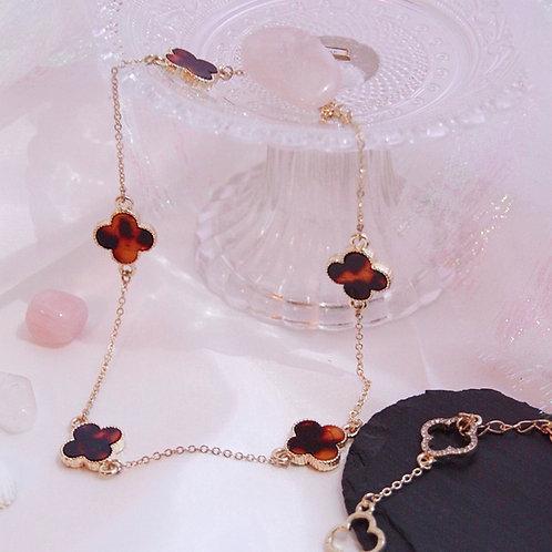 Short Flower Motif Necklace