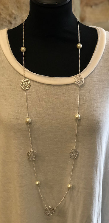 Silver flower & pearl pendant necklace
