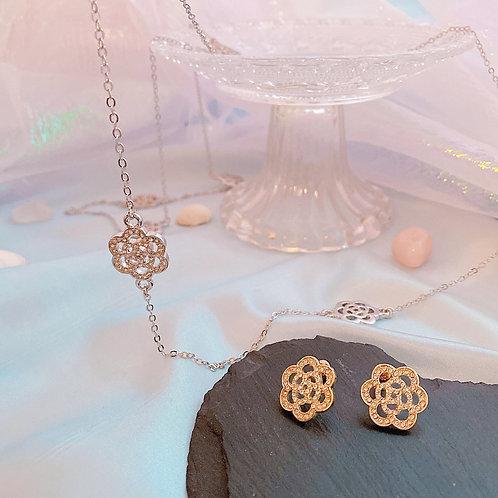 Long necklace with diamanté flower motif