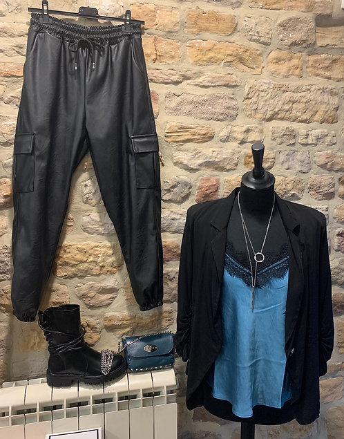 Blazer in black with ruched sleeves