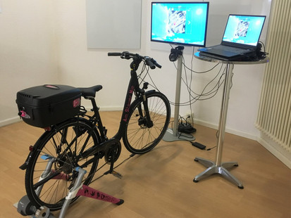 Zusammengestelltes Virtual Reality Fahrrad