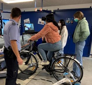 Polizei testet das VR Fahrrad