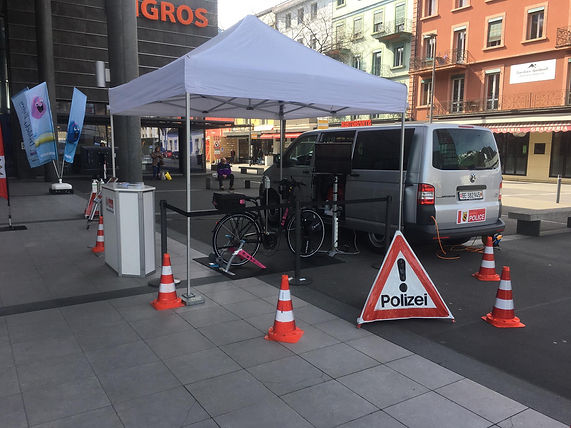 Zusammengestelltes Virtual Reality Fahrrad vor der Demonstration für Polizei