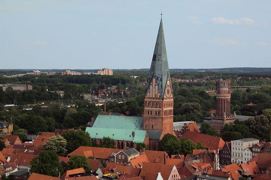 StJohannis_und_Wasserturm_2_C-Lüneburg_Marketing_GmbH-Mathias_Schneider.jpg