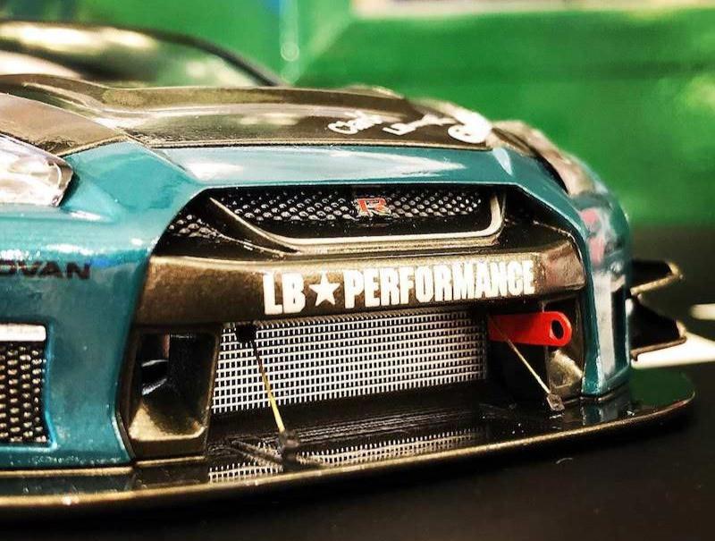 アオシマ リバティーウォーク 日産GT-R プラモデル完成品