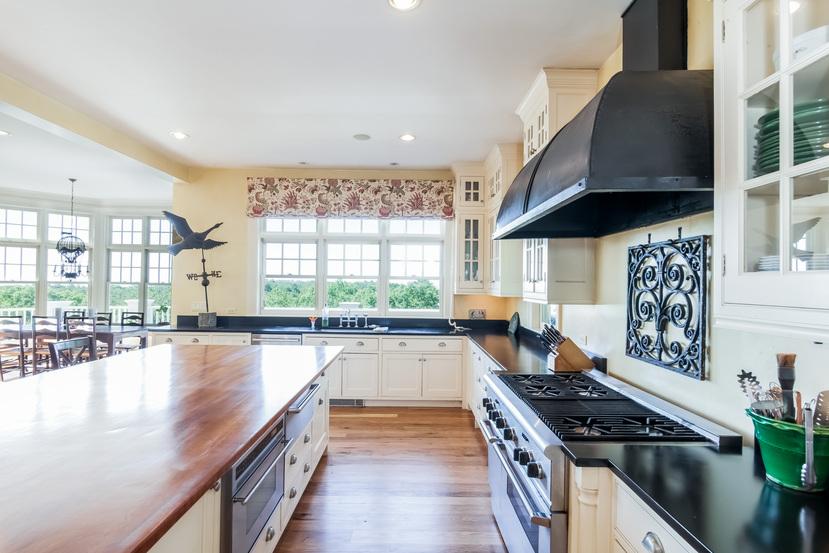 Wild Apple Homes - Hilltop Estate
