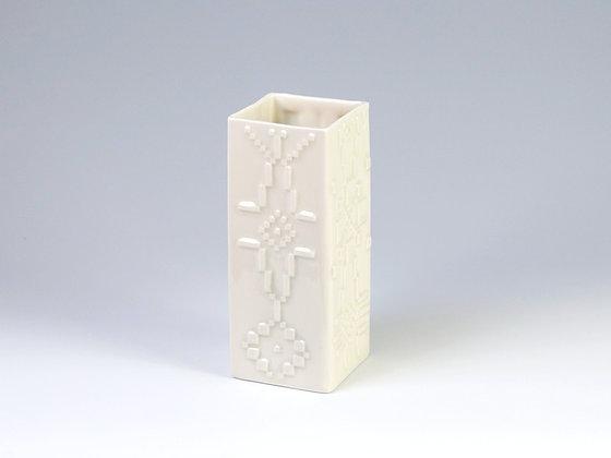 Fâs Sgwâr Wen - White Square Vase
