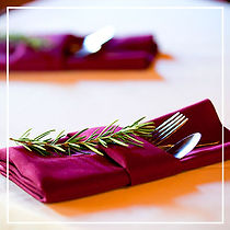 Burgundy-Napkins-and-Linens-for-Weddings