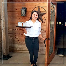 Banquet-Staff-at-Circle-R-Ranch-Event-Ve
