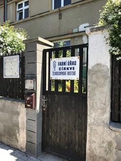 Vchod na faru CČSH