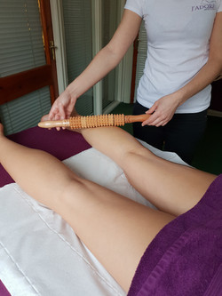 Anti - Cellulite Maderotherapy