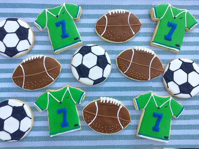 Sports set for a 7th birthday! _#bullfishcookiecompany #charleston #chseats #football #soccer #charl