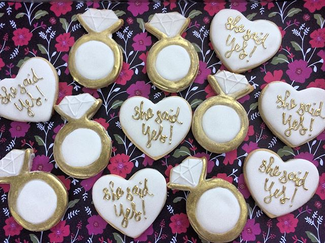 Engagement party cookies! A special way to congratulate the happy couple! 💍🎉🍾 #bullfishcookiecomp