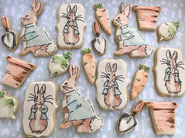 These just might be my favorite 💕set! The cute mini cutters 🥕are from _wscharleston . 🐰I so want