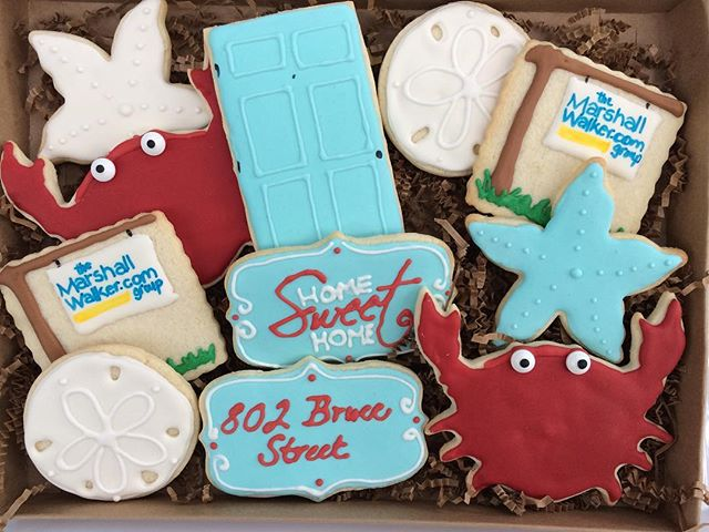 A Beachy themed real estate closing cookie set 🌴🦀🐚 #bullfishcookiecompany #holycityeats #chseats