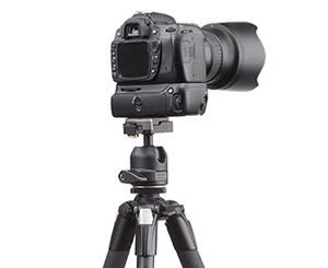 camera-on-tripod-crop-u18438.jpg