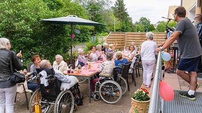 sozialer-ring-lebensherbst-wohngruppe-rathenow-betreutes-Wohnen-altenpflege-Sommerfest-hau