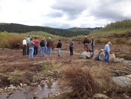 Fall-2013-Fieldtrip-Participants-Inspect