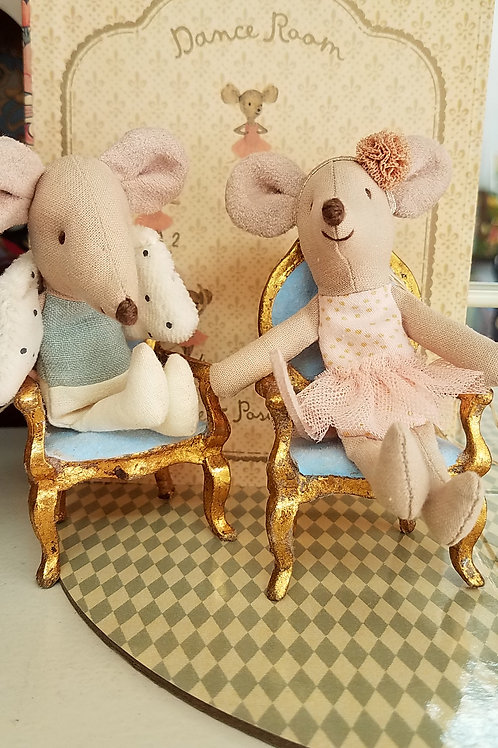Parlor Chair for Well-Dressed Animals