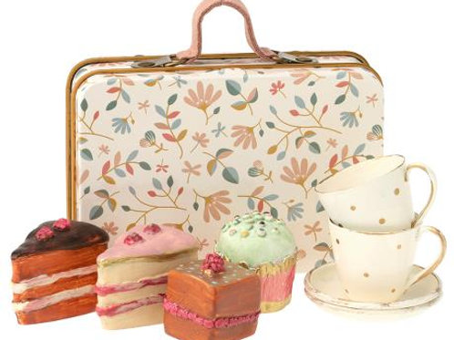 Cake Set with Teacups in Suitcase