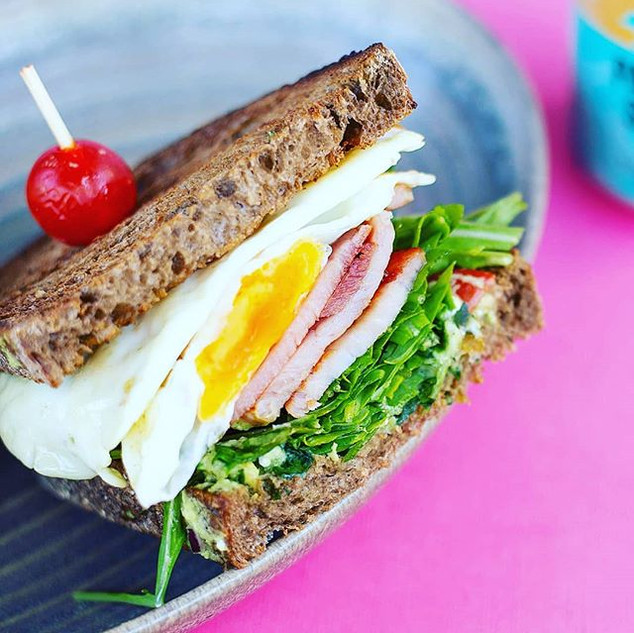 Breakfast_Club_Sandwich__on__woodfrogbak