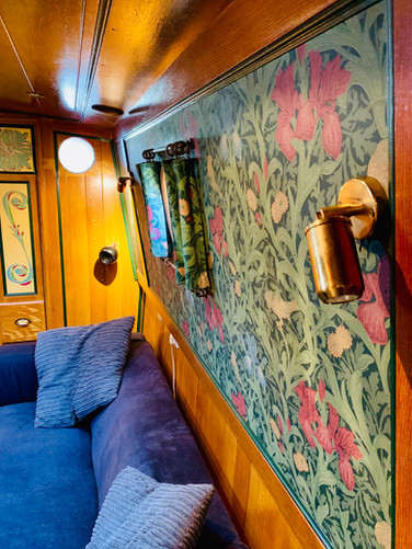 Narrowboat Ballinger - Saloon