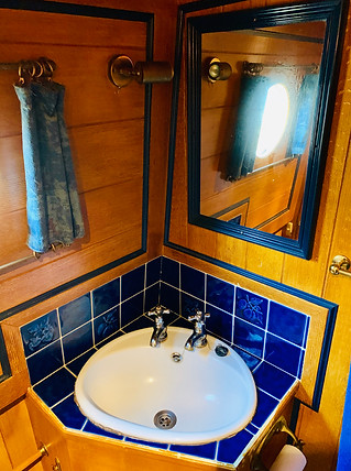 Narrowboat Ballinger - Bathroom Detail