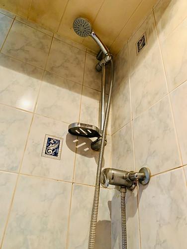 Narrowboat Ballinger - Bathroom Shower Detail
