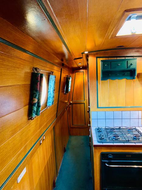 Narrowboat Ballinger - Corridor