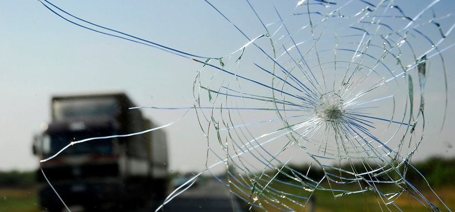 auto-glass-and-tint-cracked-windshield-1-Copy.jpg