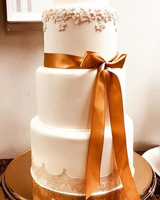 A simple yet elegant wedding cake with s
