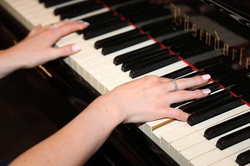 Klavier Frau