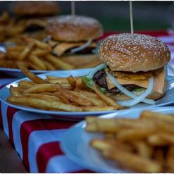 hamburger met friet.jpg
