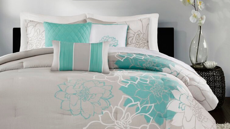 Queen Comforter + 6 Additional Pieces Broadwell White/Ivory Cotton Blend 200 TC