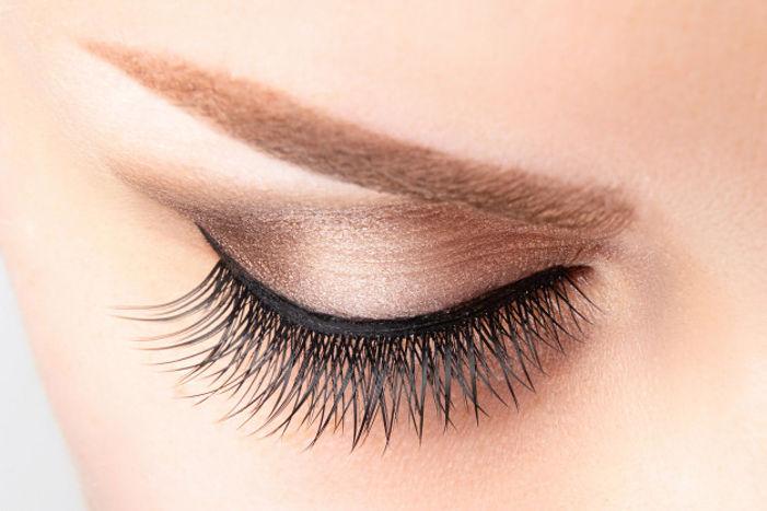 female-eye-with-long-false-eyelashes-beautiful-makeup-light-brown-eyebrow-close-up_100739-