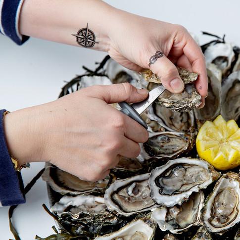 Ouverture d'huître De Mer en Fille