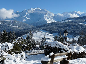 Combloux station village de haute savoie, face au mont blanc, domaines skiables