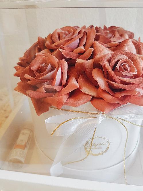 FLOWER_BOX_ CAIXA_BRANCA_ROSAS_VERMELHO_ANTIGO_01