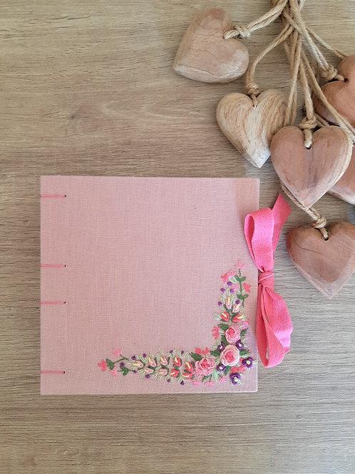 Caderno_bordado_quadrado_flores_11