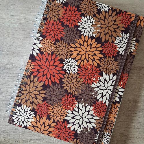 Caderno_universitario_A4_crisantemos_outono_2